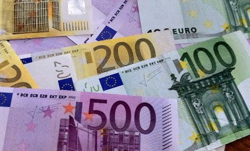 Стоит ли менять рубли на доллары или евро в 2018 году